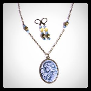 Jewelry - 💜🎀Blue Yellow Beaded Cameo Necklace🎀💜